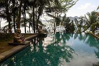 Pool des Mandarin Oriental Hotel in Sanyaauf der Insel Hainan, China<br /> pool of Mandarin Oriental Hotel in Sanya, Hainan island, China