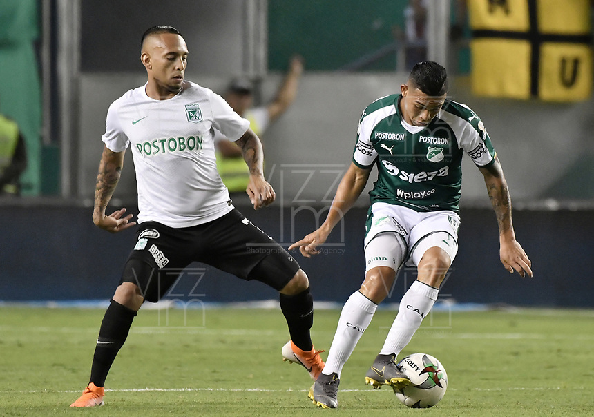 PALMIRA - COLOMBIA, 21-08-2019: Feiver Mercado del Cali disputa el balón con Jarlan Barrera de Nacional durante partido entre Deportivo Cali y Atlético Nacional por la fecha 7 de la Liga Águila II 2019 jugado en el estadio Deportivo Cali de la ciudad de Palmira. / Feiver Mercado of Cali vies for the ball with Jarlan Barrera,  of Nacional during match between Deportivo Cali and Atletico Nacional for the date 7 as part Aguila League II 2019 played at Deportivo Cali stadium in Palmira city. Photo: VizzorImage / Gabriel Aponte / Staff