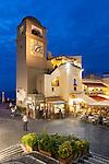 Italy, Campania, Capri: La Piazetta with belfry - Piazza Umberto I. at night | Italien, Kampanien, Provinz Neapel, Capri: La Piazetta mit dem Kampanile - die Piazza Umberto I. am Abend