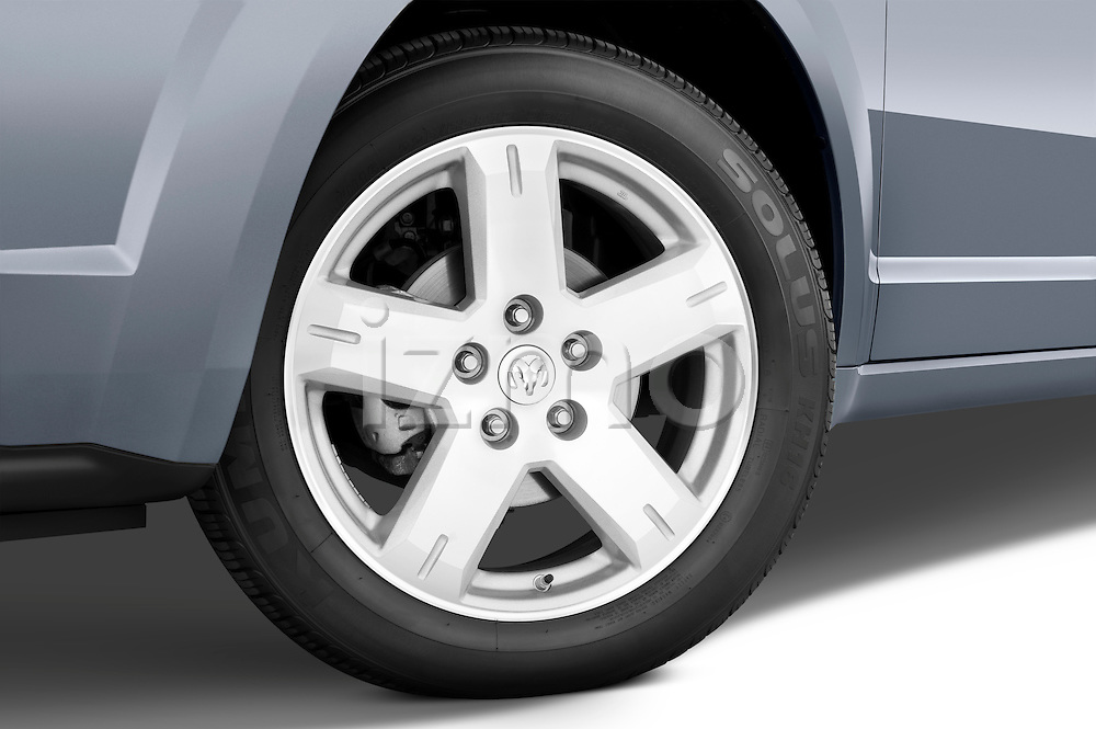 Tire and wheel close up detail view of a 2009 Dodge Journey