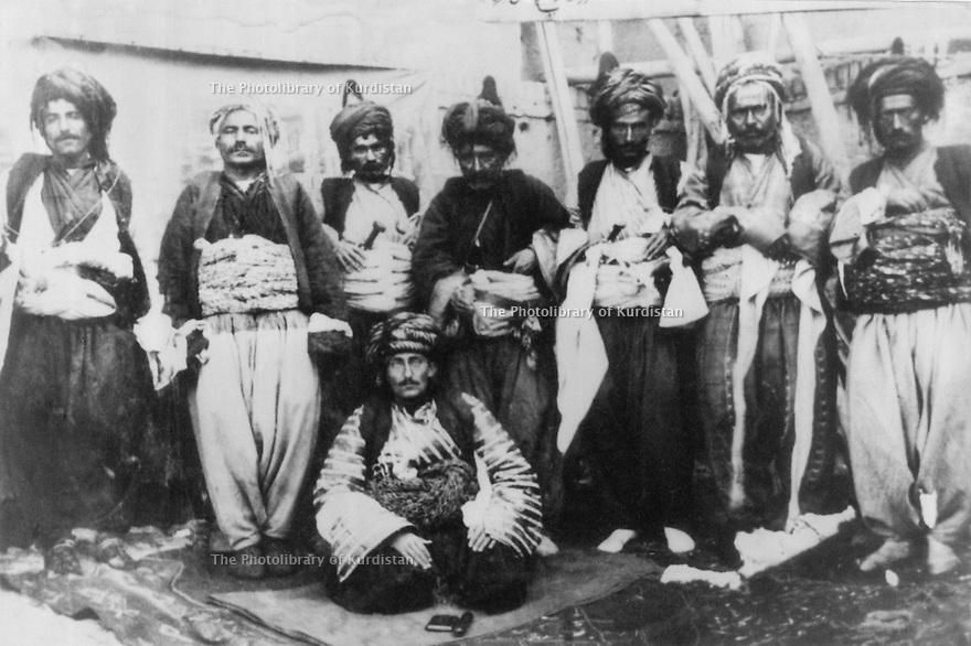 Iran 1925? <br /> Sitting, Haji Shahab? , chief of a tribe near Bekan  <br /> Iran 1925? <br /> Assis, Haji Shehab? , chef d'une tribu de la region de Bekan