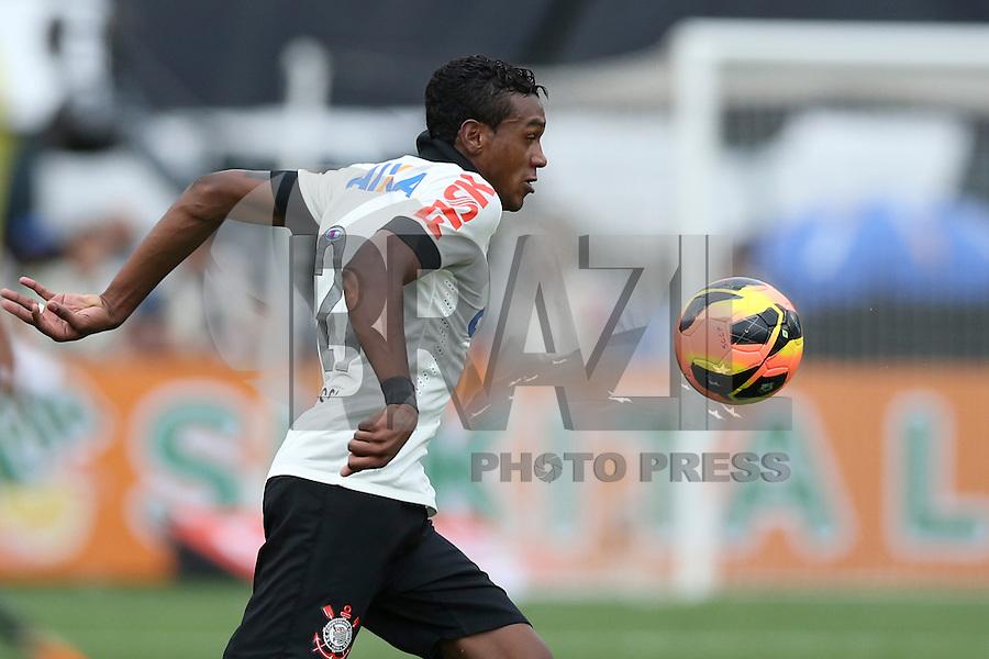 SAO PAULO, 17 DE NOVEMBRO DE 2013 - CORINTHIANS X VASCO - O jogador Edenílson durante lance . Os times do Corinthians e Vasco se enfrentam na tarde de hoje, 17, no ERstádio do Pacaembú, pARTIDA V´ALIDA PELA TRIG´ESIMA QUINTA RODADA DO CAMPEONATO BRASILEIRO. FOTO: PAULO FISCHER/BRAZIL PHOTO PRESS.,
