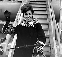 MISS CANADA MARY FARRELL AT LONDON AIRPORT  ARRIVAL  ; <br /> 5 NOVEMBER 1964