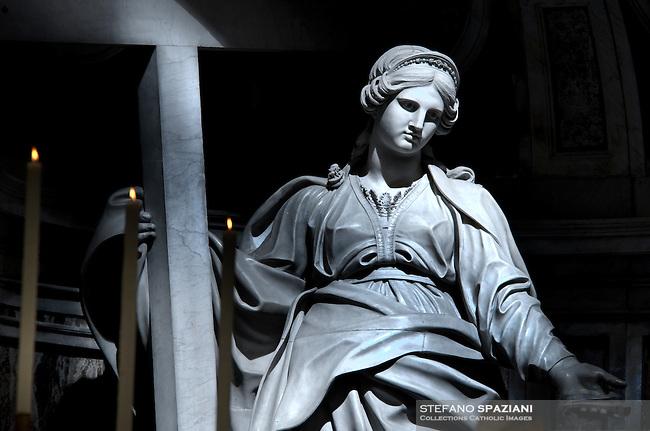 Statue Sant'Elena St Peter's Basilica at the Vatican   .18/11/2009        .