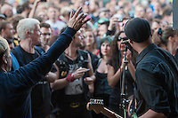 Anlaesslich des 36. Geburtstags des Kreuzberger Club SO36 spielte am Dienstag den 12. August 2014 die Berliner Punkband Terrorgruppe ein Kurzkonzert vor dem Club. Mehrere hundert Fans feierten zusammen mit der Band den Geburtstag und blockierten dabei die Oranienstrasse. Passend zu dem Anlass gab es Dosen(Frei)bier.<br /> Die Polizei erschien zwar vor Ort, hielt sich aber aufgrund der friedlichen Menge zurueck.<br /> 12.8.2014, Berlin<br /> Copyright: Christian-Ditsch.de<br /> [Inhaltsveraendernde Manipulation des Fotos nur nach ausdruecklicher Genehmigung des Fotografen. Vereinbarungen ueber Abtretung von Persoenlichkeitsrechten/Model Release der abgebildeten Person/Personen liegen nicht vor. NO MODEL RELEASE! Don't publish without copyright Christian-Ditsch.de, Veroeffentlichung nur mit Fotografennennung, sowie gegen Honorar, MwSt. und Beleg. Konto: I N G - D i B a, IBAN DE58500105175400192269, BIC INGDDEFFXXX, Kontakt: post@christian-ditsch.de<br /> Urhebervermerk wird gemaess Paragraph 13 UHG verlangt.]