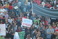 RECIFE, PE, 30.05.2019: PROTESTO-RECIFE - Protesto contra o corte de verbas na educação pelo governo Bolsonaro na região central de Recife nesta quinta-feira (30). (Foto: Pedro de Paula/Código19)