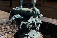 Brunnen, Café Castello am alten Wasserturm,  Stortorget in Karlskrona, Provinz Blekinge, Schweden, Europa, UNESCO-Weltkulturerbe<br /> Fountain, Café Castello at old watertower  in Karlskrona, Province Blekinge, Sweden