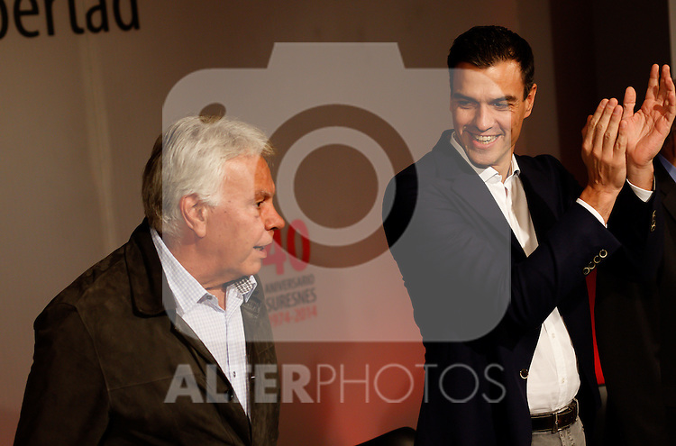 "Madrid,Spain - 16 10 2014- ""politics""-Former Spanish Socialist Leader Felipe Gonzalez(left) beside the new Spanish Socialist Leader Pedro Sanchez(right)  during at the 40th anniversary ceremony of the Suresnes Congress (Foto: Guillermo Martinez /Bouza Press)"