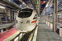 Am Freitag den 29. Januar 2016 wurde nach drei Jahren Umbauzeit eine neue Triebzughalle fuer ICE-Zuege auf dem Gelaende des Bahnbetriebswerk in Berlin-Rummelsburg eroeffnet.<br /> Die in den 1980er Jahren gebaute Wartungshalle wurde auf 380 Meter verlaengert und der komplette Hallenboden um einen Meter abgesenkt, um zwei 370 Meter lange Gleisbereiche einbauen zu koennenauf denen ICE-Zuege zeitgleich in vier unabhaengigen Arbeitsebenen instandgehalten werden. In Sachen Umweltschutz sorgen die neue Heizungs- und Beleuchtungsanlage sowie die neue Waermedaemmung fuer hohe Energieeinsparungen. Alle betriebswichtigen technischen Anlagen und Einrichtungen sind in den Betriebsfuehrungsrechner des Werks eingebunden. Damit ist es den Mitarbeiterinnen und Mitarbeitern der Leitstelle moeglich, jederzeit alle wichtigen Informationen zum Zug und zu den aktuellen Arbeiten im Blick zu haben. Die Gesamtkosten der neuen Anlage belaufen sich auf rund 40 Millionen Euro. Die Halle wird soll im Maerz 2016 nach der Betriebserprobung und dem Abschluss aller Bauarbeiten in Betrieb gehen.<br /> Im Bild: Ein aufgestaenderter ICE-3 der Daenischen Staatsbahn / Deutsche Bahn AG.<br /> 27.1.2016, Berlin<br /> Copyright: Christian-Ditsch.de<br /> [Inhaltsveraendernde Manipulation des Fotos nur nach ausdruecklicher Genehmigung des Fotografen. Vereinbarungen ueber Abtretung von Persoenlichkeitsrechten/Model Release der abgebildeten Person/Personen liegen nicht vor. NO MODEL RELEASE! Nur fuer Redaktionelle Zwecke. Don't publish without copyright Christian-Ditsch.de, Veroeffentlichung nur mit Fotografennennung, sowie gegen Honorar, MwSt. und Beleg. Konto: I N G - D i B a, IBAN DE58500105175400192269, BIC INGDDEFFXXX, Kontakt: post@christian-ditsch.de<br /> Bei der Bearbeitung der Dateiinformationen darf die Urheberkennzeichnung in den EXIF- und  IPTC-Daten nicht entfernt werden, diese sind in digitalen Medien nach §95c UrhG rechtlich geschuetzt. Der Urhebervermerk wird gemaess §13 UrhG verlangt.]