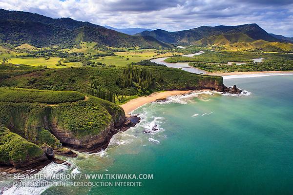 Baie des Tortues et la Roche Percée, Bourail, Nouvelle-Calédonie