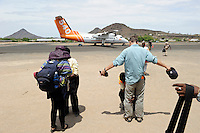 KENYA Turkana, airport Lodwar, security check / KENIA Lodwar, Flughafen, Sicherheitskontrolle fuer Flug fly540