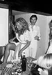 HELMUT BERGER E URSULA ANDRESS<br /> FESTA IN BIANCO PER L' APERTURA DEL JACKIE 'O CLUB ROMA 1975