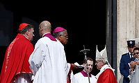 Papa Francesco arriva in Piazza San Pietro per celebrare la Messa della Solennità dei Santi Pietro e Paolo, Citta' del Vaticano, 29 giugno, 2017.<br /> Pope Francis arrives to celebrate a mass for the imposition of the Pallium upon the new metropolitan archbishops and the solemnity of Saints Peter and Paul in St. Peter's Square at the Vatican, on June 29, 2017.<br /> UPDATE IMAGES PRESS/Isabella Bonotto<br /> <br /> STRICTLY ONLY FOR EDITORIAL USE