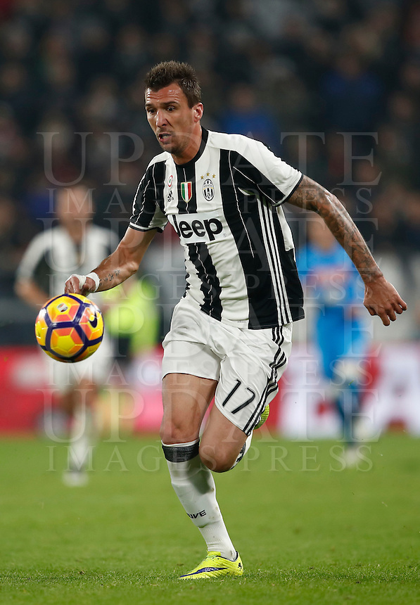 Calcio, Serie A: Juventus Stadium. Torino, Juventus Stadium, 29 ottobre 2016.<br /> Juventus' Mario Mandzukic in action during the Italian Serie A football match between Juventus and Napoli at Turin's Juventus Stadium, 29 October 2016. Juventus won 2-1.<br /> UPDATE IMAGES PRESS/Isabella Bonotto