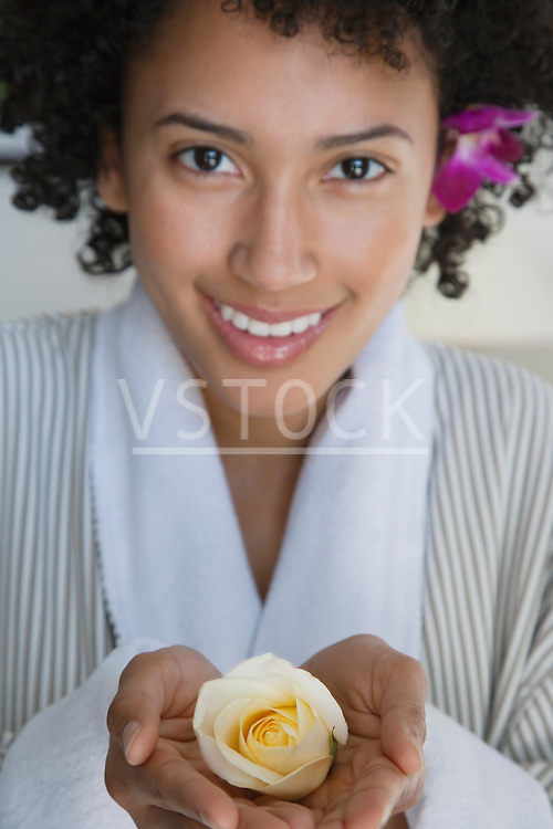 USA, California, Oakland, portrait of young woman holding yellow rose