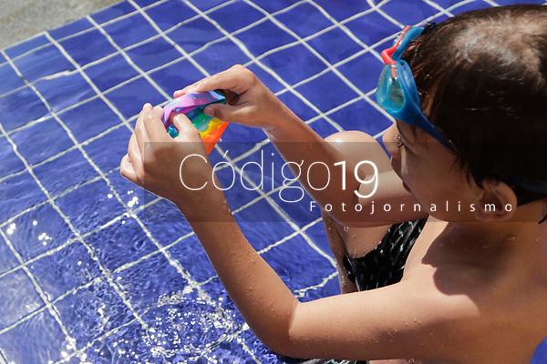 Campinas (SP), 06/09/2021 - Pop it, briquedo para crianças. Ronaldo pai das crianças 991988080