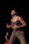 DAMBE....Choregraphie : SANOU Salia..Compagnie : compagnie salia ni seydou ..Avec : ..SANOU Salia..KEITA Maate:chant..Lieu : Centre National de la danse..Ville : Pantin..Le : 11 11 2009..© Laurent PAILLIER / photosdedanse.com