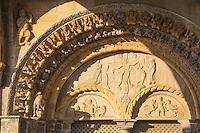 France, Pyrénées-Atlantiques (64), Béarn, Oloron-Sainte-Marie, étape sur le chemin de Compostelle, portail roman de l'église Sainte-Marie du XIIe siècle, classée Patrimoine Mondial de l'UNESCO // France, Pyrenees Atlantiques, Bearn, Oloron Sainte Marie, stop on el Camino de Santiago, Romanesque portal of Sainte Marie church of the 12th century, listed as World Heritage by UNESCO