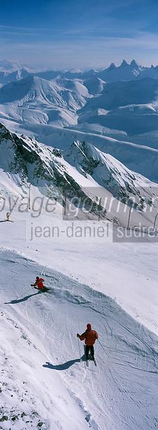 Europe/France/Rhône-Alpes/38/Isère/l'Alpe-d'Huez: Domaine skiable de l'Alpe d'Huez - Panorama depuis le sommet du Pic Blanc 3330m départ de la piste de Sarenne la plus longue piste de ski du monde 16 km en fond les aiguilles d'Arves
