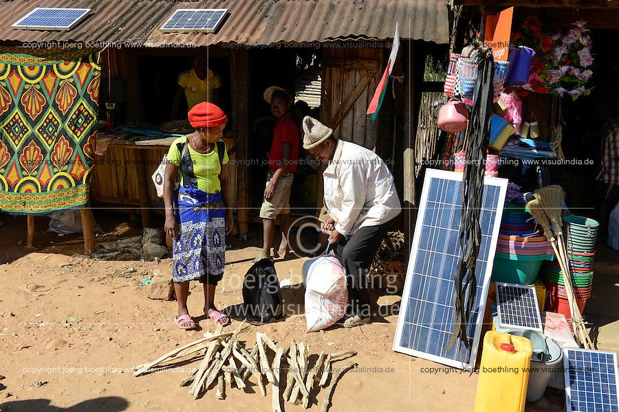 MADAGASCAR, Vohilava, shop with solar panel / MADAGASKAR Mananjary, Vohilava, Marktplatz, shop mit Solar Panel