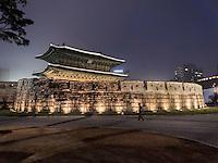Dongdaemun Tor in Seoull, Südkorea, Asien<br /> Dongdaemun city gate in  Seoul, South Korea, Asia