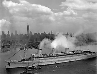 The famous British liner, QUEEN MARY, arrives in New York Harbor, June 20, 1945, with thousands of U.S. troops from European battles.  (Navy)<br /> NARA FILE #:  080-GK-5645<br /> WAR & CONFLICT BOOK #:  1367