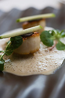 Europe/France/Rhone-Alpes/73/Savoie/Courchevel/La Tania: Coquille Saint-Jacques  rôtie, topinambour acidulé,  coco et truffe, recette de Julien  Machet du restaurant: Le Farçon