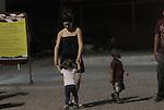 El Actor Diego Luna y Camila Sodi pasaron una tarde con sus dos hijos  Jerónimo y Fiona durante un domingo de descanso luego de semanas de calor en Sonora Mexico durante la filmación de la película que dirige Diego en Sonora acerca del luchador social Cesar Chavez. La Pareja ya no luce como enamorados en su visita a un centro recreativo de carritos de carreras y otros juegos..Observe la esplada huesuda de Camila luce un cuerpo delgado....*Hermosillo*Sonora*.*24*Junio*2012*..(***Photo:©*Tirador*Primero*/NortePhoto.com***)