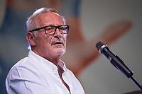 """Am Samstag den 13. Oktober 2018 demonstrierten nach Veranstalterangaben ueber 240.000 Menschen in Berlin mit der Demonstration #unteilbar gegen den Rechtsruck in der Gesellschaft und der Politik. Sie forderten """"Eine offene und freie Gesellschaft - Solidaritaet statt Ausgrenzung"""".<br /> Die Demonstration zog vom Alexanderplatz zur Siegessaeule, wo die Abschlusskundgebung mit Redebeitraegen und Livemusik, u.a. mit Herbert Groenemyer, stattfand.<br /> Im Bild: Der Liedermacher Konstantin Wecker.<br /> 13.10.2018, Berlin<br /> Copyright: Christian-Ditsch.de<br /> [Inhaltsveraendernde Manipulation des Fotos nur nach ausdruecklicher Genehmigung des Fotografen. Vereinbarungen ueber Abtretung von Persoenlichkeitsrechten/Model Release der abgebildeten Person/Personen liegen nicht vor. NO MODEL RELEASE! Nur fuer Redaktionelle Zwecke. Don't publish without copyright Christian-Ditsch.de, Veroeffentlichung nur mit Fotografennennung, sowie gegen Honorar, MwSt. und Beleg. Konto: I N G - D i B a, IBAN DE58500105175400192269, BIC INGDDEFFXXX, Kontakt: post@christian-ditsch.de<br /> Bei der Bearbeitung der Dateiinformationen darf die Urheberkennzeichnung in den EXIF- und  IPTC-Daten nicht entfernt werden, diese sind in digitalen Medien nach §95c UrhG rechtlich geschuetzt. Der Urhebervermerk wird gemaess §13 UrhG verlangt.]"""