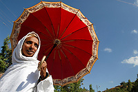 ETHIOPIA Lalibela, orthodox christian woman with red umbrella / AETHIOPIEN Lalibela, Frau mit Schirm