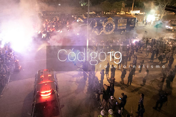 Belo Horizonte (MG). 09.10.19, Cruzeiro e Fluminense - partida entre Cruzeiro e Fluminense, válida pela 24a rodada do Campeonato Brasileiro, no Estadio Mineirão em Belo Horizonte, MG, nesta quarta feira (09)