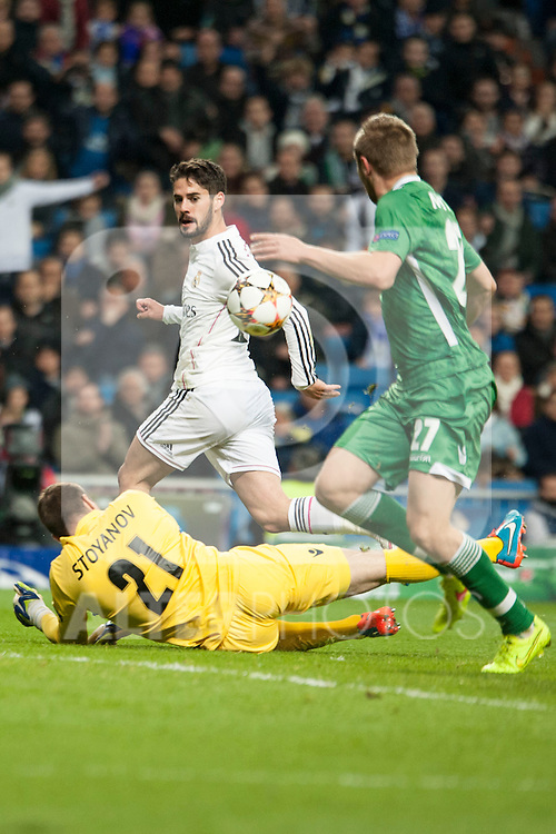 Isco of Real Madrid and Stoyanov of Ludogorets during Champions League match between Real Madrid and Ludogorets at Santiago Bernabeu Stadium in Madrid, Spain. December 09, 2014. (ALTERPHOTOS/Luis Fernandez)