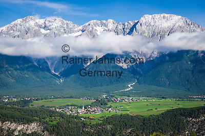 Austria, Tyrol, municipality Mieming: district Untermieming in Tyrolean Upper Inn Valley with Mieming Range | Oesterreich, Tirol, Gemeinde Mieming: Ortsteil Untermieming im Tiroler Oberinntal und das Mieminger Gebirge