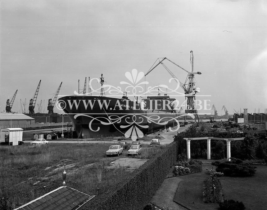 Juli 1967.  Scheepswerf Mercantile Marine Engineering in Antwerpen. Schip Mineral Gent.