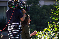SÃO PAULO, SP, 25.06.2016 -  NOVELA SOL NASCENTE - SP - Giovanna Antonelli e Bruno Gagliasso são vistos na Avenida Paulista, em São Paulo (SP), gravando cenas da nova novela da Rede Globo, Sol Nascente, nesta tarde de sábado, 25. (Foto: Adailton Damasceno/Brazil Photo Press)