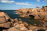 France, Brittany, Département Côtes-d'Armor, near Ploumanac'h: Lighthouse on the Pink Granite Coast | Frankreich, Bretagne, Département Côtes-d'Armor, bei Ploumanac'h: Leuchtturm an der bretonischen Nordkueste, auch Côte de Granit Rose genannt