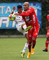 BOGOTA -COLOMBIA, 25 -OCTUBRE-2014. Jorge Guillen  ( I) de La Equidad   disputa el balón con Jonathan Estrada ( D ) de Patriotas FC  durante partido de la  16 fecha  de La Liga Postobón 2014-2. Estadio Metroplitano de Techo . / Jorge Guiilen  (L) of Equidad fights for the ball with <br /> Jonathan Estrada (R) of Patriotas FC during tenth game of the La Liga Postobón  16th date 2014-2. Metropolitano de Techo  Stadium . Photo: VizzorImage / Felipe Caicedo / Staff