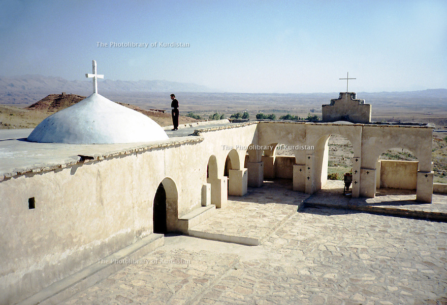 Irak 2000.L'église de Mar Bena.    Iraq 2000.Mar Bena's church