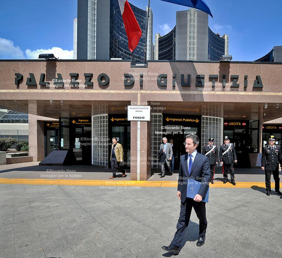 - NAPOLI   2011 -  il presidente della Regione Campania Stefano Caldoro.