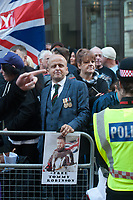 Former EDL leader Tommy Robinson (aka Stephen Yaxley Lennon) arrives at the Old Bailey for a retrail over his alleged contempt of court in Leeds which had seen him jailed then released on appeal. Several hundred of his far right supporters showed up along with a smmaller protest by Stand Up To Racism. 27-9-18