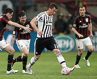Calcio, Serie A: Milan vs Juventus. Milano, stadio San Siro, 9 aprile 2016. <br /> Juventus' Mario Mandzukic, right, is chased by AC Milan's Alessio Romagnoli, center, and Giacomo Bonaventura, during the Italian Serie A football match between AC Milan and Juventus at Milan's San Siro stadium, 9 April 2016.<br /> UPDATE IMAGES PRESS/Isabella Bonotto
