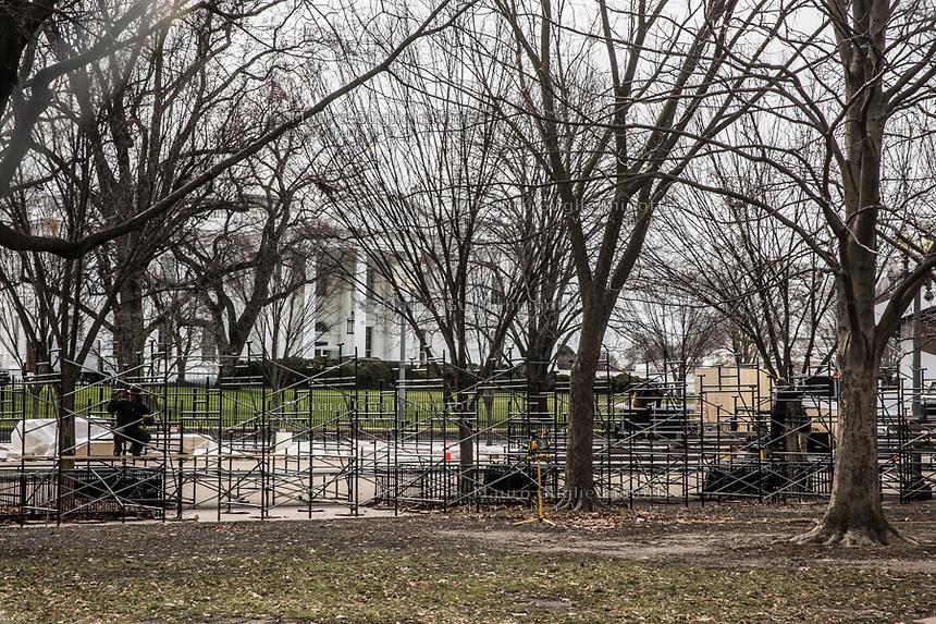 Lavori alla Casa Bianca per l acerimonia di trasferimento poteri Obama- Trump