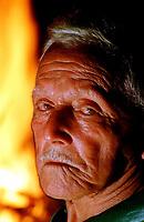 Retrato do Zé do Lode, coordenador do Boi Tinga o mais tradicional dos grupos da festa do Boi de Máscaras que acontece em São Caetano de Odivelas - Litoral do Pará - Brasil<br />©Foto: Paulo Santos/ Intefoto<br />06/2000