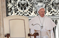 Papa Francesco arriva all'udienza generale del mercoledi' in Piazza San Pietro, Citta' del Vaticano, 29 marzo, 2017.<br /> Pope Francis arrives to lead his weekly general audience in St. Peter's Square at the Vatican, on March 29, 2017.<br /> UPDATE IMAGES PRESS/Isabella Bonotto<br /> <br /> STRICTLY ONLY FOR EDITORIAL USE