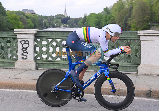 World Champion Filippo Ganna (ITA) Ineos Grenadiers in action during Stage 1 of the 2021 Giro d'Italia, and individual time trial running 8.6km around Turin, Italy. 8th May 2021.  <br /> Picture: LaPresse/Fabio Ferrari | Cyclefile<br /> <br /> All photos usage must carry mandatory copyright credit (© Cyclefile | LaPresse/Fabio Ferrari)