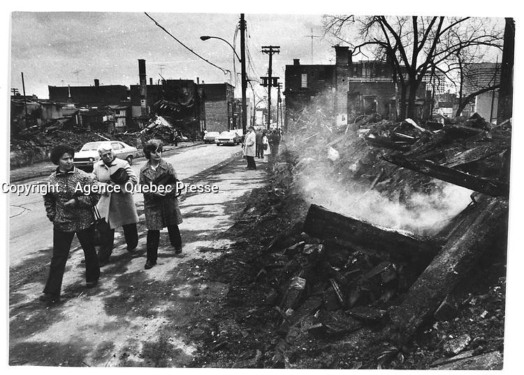 Decombres suite a la greve des pompiers durant le Week End Rouge  debut novembre 1974<br /> <br /> (date exacte inconnue)<br /> <br /> PHOTO : Alain Renaud - Agence Quebec Presse<br /> <br /> Les images commandees seront recadrees lorsque requis