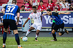 Bayern Munich Forward Kingsley Coman (L) fights for the ball with FC Internazionale Defender Danilo D'Ambrosio (R) during the International Champions Cup match between FC Bayern and FC Internazionale at National Stadium on July 27, 2017 in Singapore. Photo by Marcio Rodrigo Machado / Power Sport Images