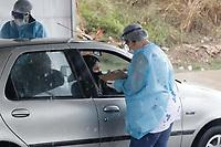 Hortolândia (SP), 27/06/2020 - Testes Covid-19 - A Prefeitura da cidade de Hortolândia, no interior de São Paulo, realiza, neste sábado (27) e domingo (28), 360 testes rápidos do novo coronavírus em formato drive-thru na população. Os exames são sorológicos, para apontar quem já teve contato com a Covid-19 e desenvolveu anticorpos.<br /> A iniciativa da prefeitura busca mapear o cenário da Covid-19 na cidade e ocorre no Parque Socioambiental Lago da Fé, no Jardim Nova Alvorada.