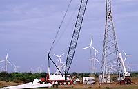 INDIA Tamil Nadu, Muppandal, construction of Vestas wind turbine V47 500 kw, Vestas RBB is a danish indian Joint Venture / INDIEN Tamil Nadu Muppandal, Aufbau einer Windkraftanlage der Firma Vestas RBB , ein daenisch indisches Joint Venture, Windpark am Kap Comorin