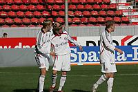 Torsch¸tze Toni Kroos (FC Bayern M¸nchen) wird zum 1:4 begl¸ckw¸nscht